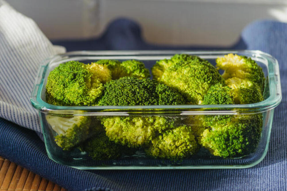 How to store broccoli in the fridge