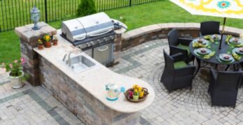 Advantages of Having an Outdoor Kitchen in Backyard